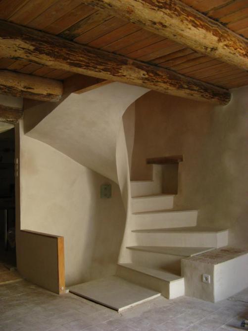 Finition de l'escalier au plâtre